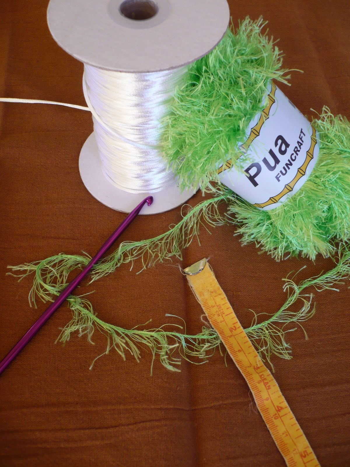 Lei Can Be Made With Construction Paper Yarn Solid: How To Make A Rattail Pikake Lei